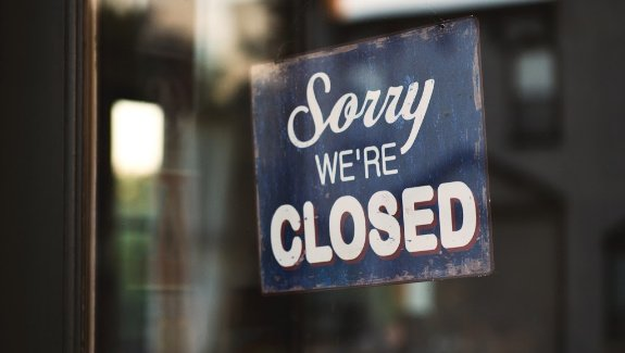 Schild an Ladentür - Sorry we are closed